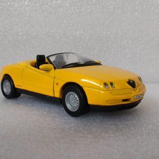 Alfa Romeo Spider Geel